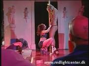 Deva Station i Brittney Skye - show w barze ze striptizem